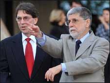Amorim (na foto, com o chanceler cubano) defende o fim do embargo