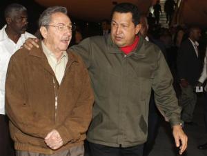 O presidente da Venezuela, Hugo Chávez, chegou na sexta-feira a Havana para preparar junto com Raúl e Fidel Castro uma reunião de líderes regionais antes da Cúpula das Américas, informou a imprensa estatal cubana.