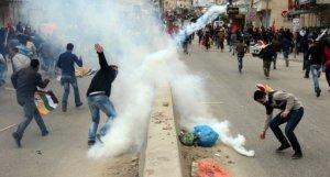 Palestinos entram em confronto com soldados israelenses