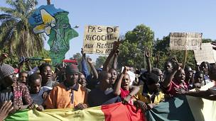 Manifestantes foram às ruas pedir intervenção no Mali