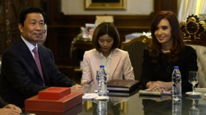 Li Yuanchao, vicepresidente de China, con Cristina Fernández. / J. M. (AFP)