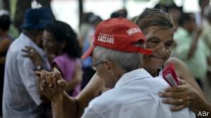 Maior expectativa de vida explica aumento da população acima de 65 anos no Brasil, diz IBGE