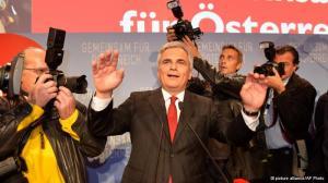 Social-democrata Werner Faymann festeja o resultado