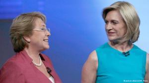 Michelle Bachelet e Evelyn Matthei antes de um debate televisivo