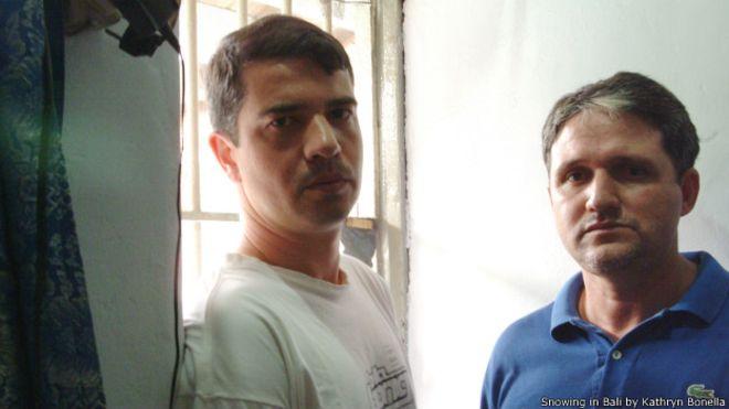 A escritora australiana conheceu Rodrigo Gularte (à esquerda) e Marco Archer no 'corredor da morte' na Indonésia.