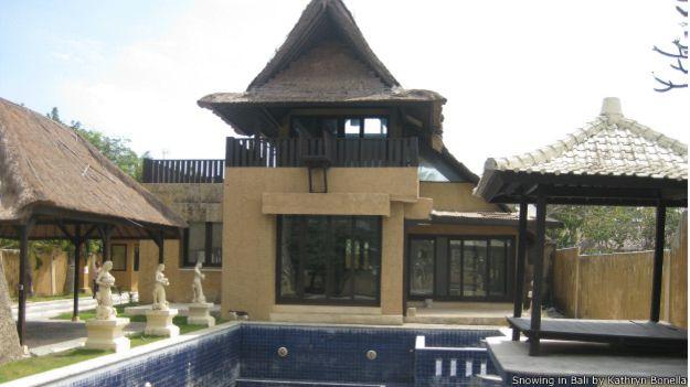 """""""Rafael"""", um dos traficantes brasileiros mais ativos em Bali, tinha uma mansão que contava com um trampolim para pular do quarto à piscina"""