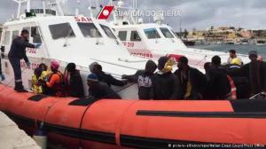Guarda costeira italiana resgatou sobreviventes e levou-os até Lampedusa